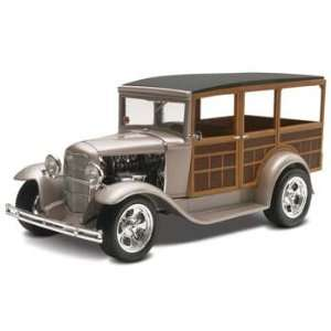 1930 Ford Woody Street Rod (2 in 1) (D) (Plastic Models Toys & Games